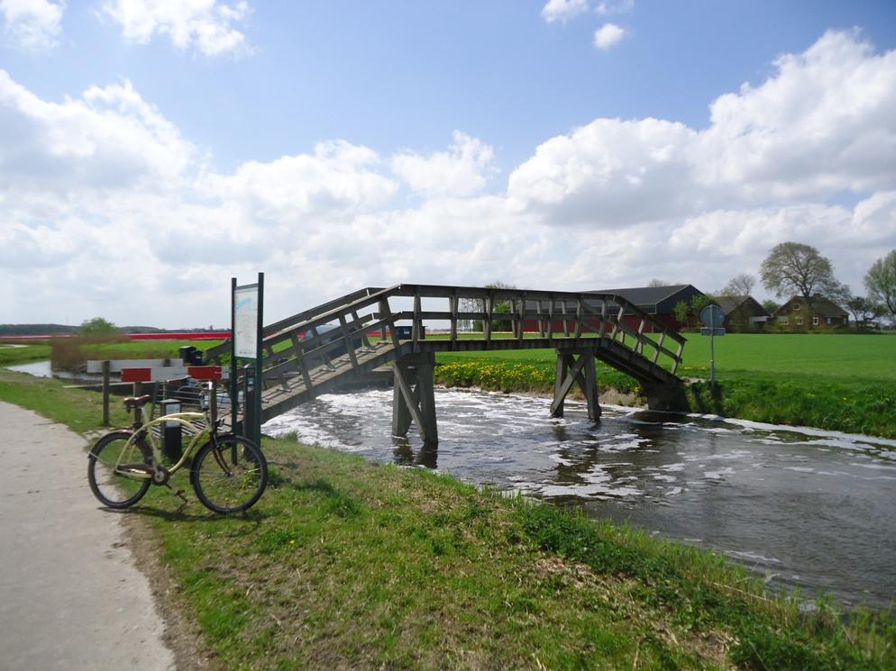 Fietsbruggetje over de Peazens - Lytshuis Zilver